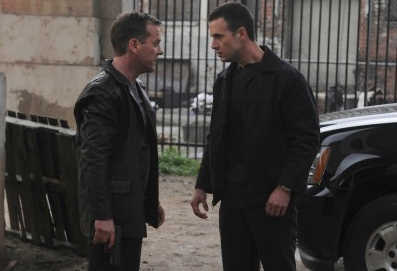 "Jack (Kiefer Sutherland, L) confronts Cole (Freddie Prinze Jr., R) in the ""11:00 - 12:00 PM"" episode of 24 that aired Monday, May 3 (8:00-9:00 PM ET/PT) on FOX."