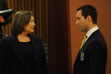 "24: President Taylor (Cherry Jones, L) and Chief of Staff Rob Weiss (Chris Diamantopoulos, R) work to ensure that the peace treaty will be signed in the ""10:00 - 11:00 PM"" episode of 24 that aired Monday, Feb 8 (9:00-10:00 PM ET/PT) on FOX. ©2010 Fox Broadcasting Co. Cr: Ray Mickshaw/FOX"