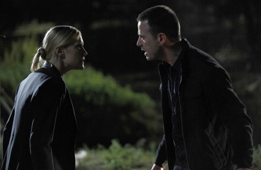 "Cole (Freddie Prinze Jr., R) and Dana (Katee Sackhoff, L) face a in a dangerous situation in the ""12:00 - 1:00 AM"" episode of 24 that aired Monday, Feb 22 (9:00-10:00 PM ET/PT) on FOX. ©2010 Fox Broadcasting Co. Cr: Kelsey McNeal/FOX"
