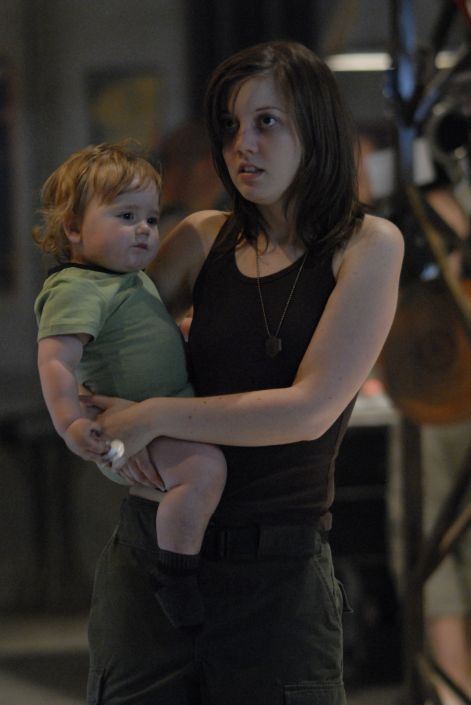 Kally and her son in the BSG episode 'The Ties that Bind'