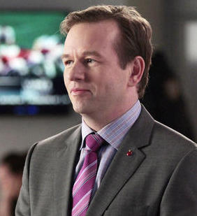 Dallas Roberts as Elliot