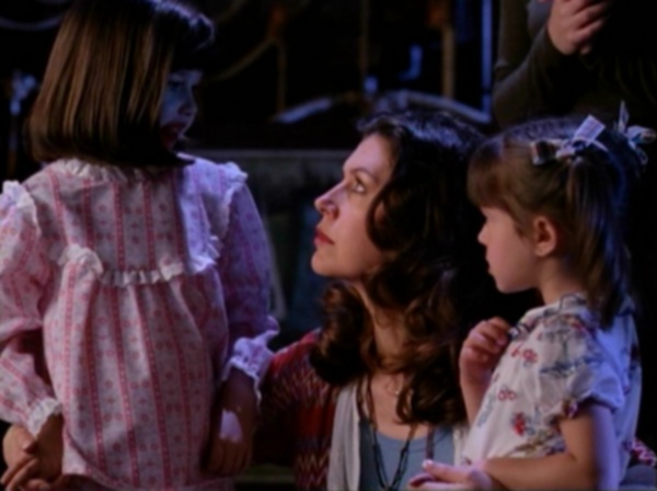 "The charmed ones' mom and her two little girls from ""That '70's Episode"""