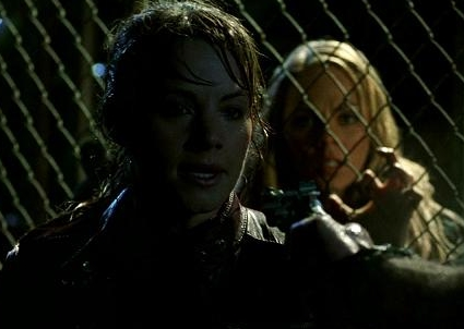 "Lois and Kara in ""Fracture"""