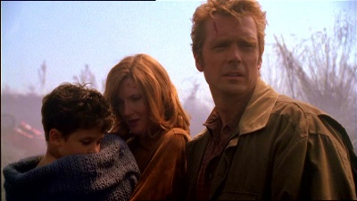 "Jonathan, Martha, and baby Clark in ""Pilot"""