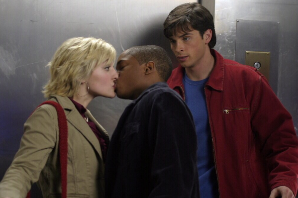 "Pete kissing Chloe while Clark watches in ""Truth"""