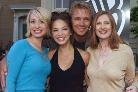 Cast Party Pic - Mack, Kreuk, Schneider and O'Toole